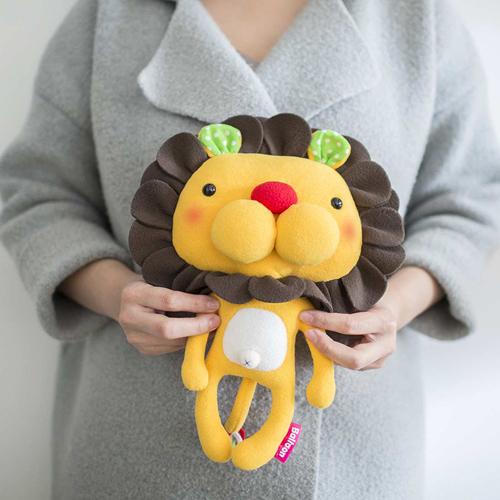 doll (L), lion